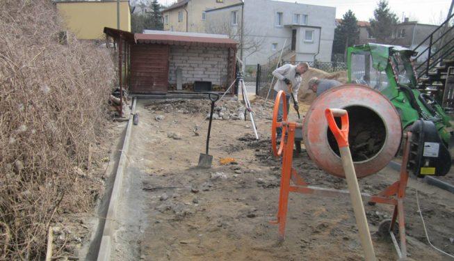 Odbudowa zaniedbanego podwórka